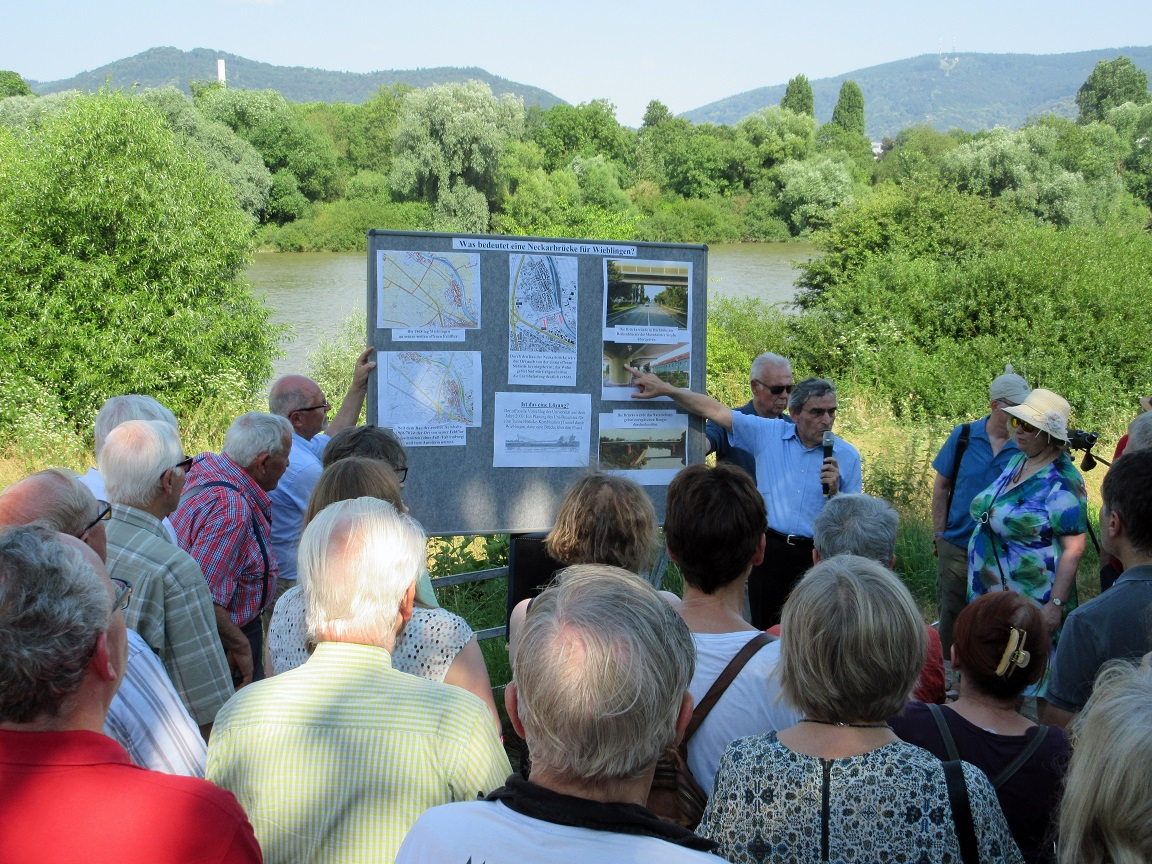 Informationen über eine fünfte Neckarbrücke vor Ort am Wieblinger Neckarufer